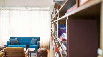 Biblioteca moderna. Cartile integrate in decorul camerei