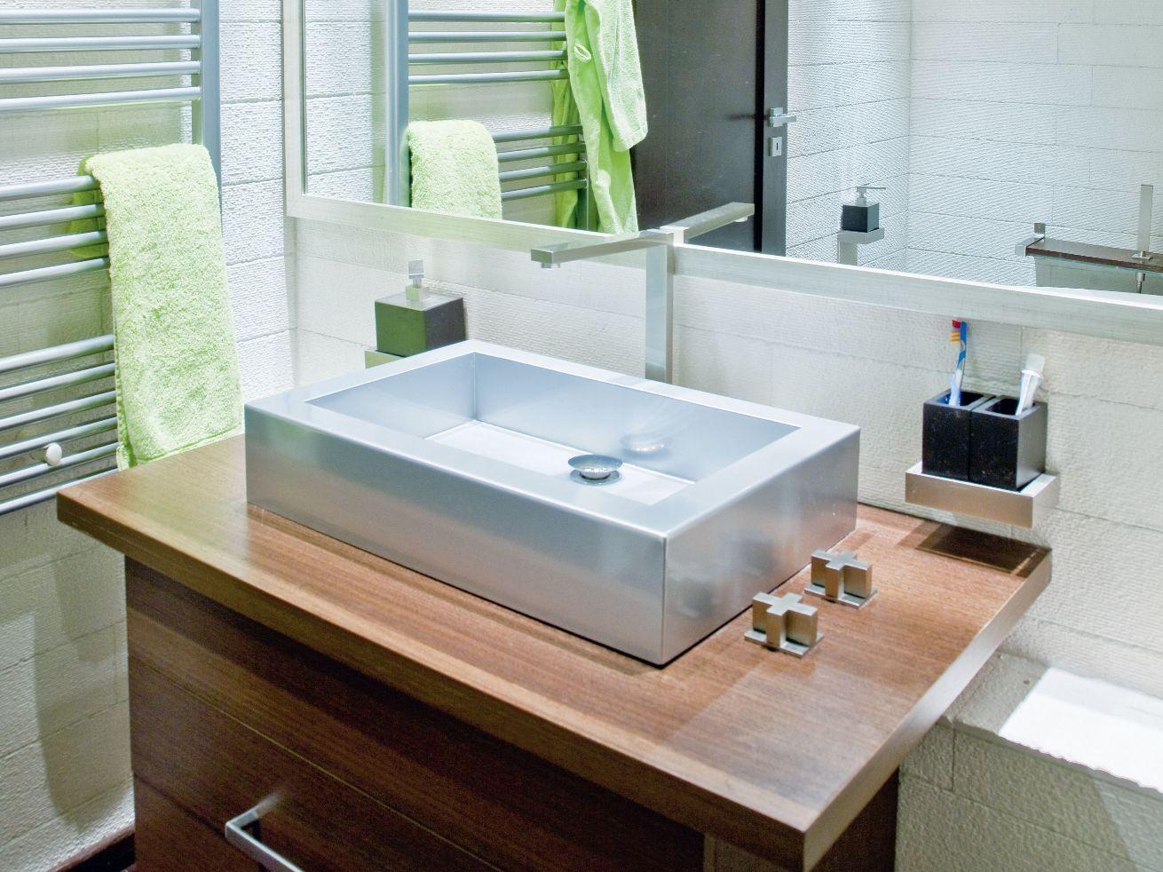 baie n stil industrial casa i gr dina. Black Bedroom Furniture Sets. Home Design Ideas