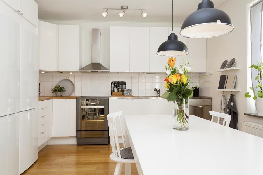 cum amenajezi o bucatarie de bloc. Black Bedroom Furniture Sets. Home Design Ideas