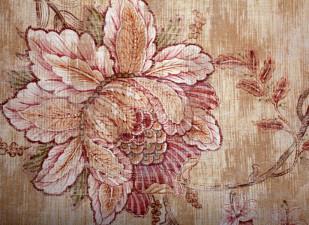 Flori cusute în tapiserii