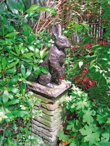 obiecte frumoase gradina statueta iepuras