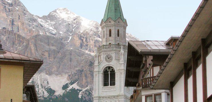 biserica Cortina d'Ampezzo muntii Dolomiti