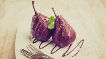 Pere în sirop caramel şi scorţişoară