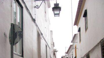 strada ingusta din Evora Portugalia