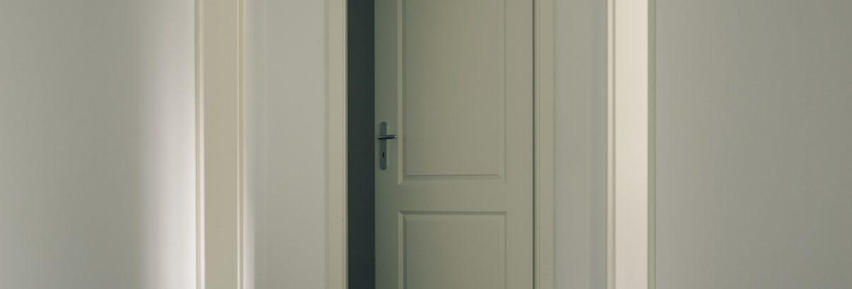 Fara curent pe sub uși
