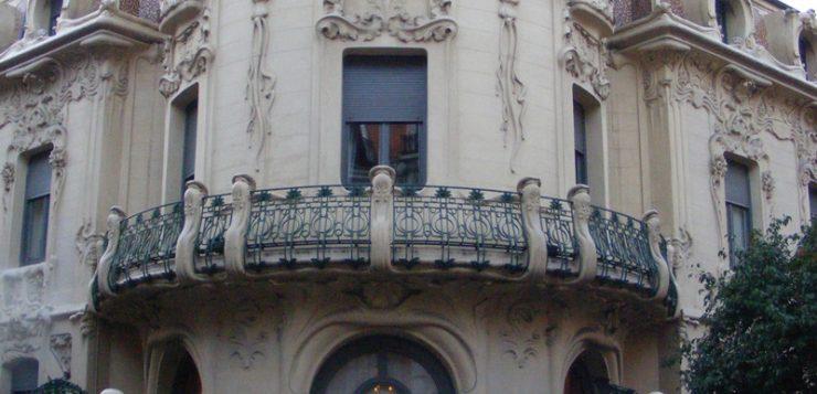 cladire din Madrid ilustrand curentul modernismo