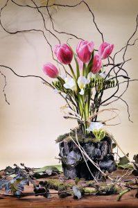 Buchet cu flori de primăvară