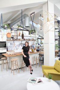 Cristina Mazilu în bucătăria ei deschisă