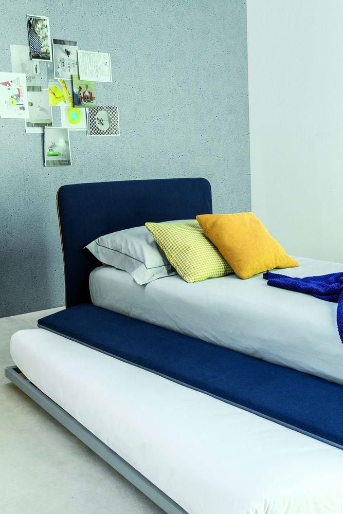 pat extensibil în dormitor pentru oaspeți