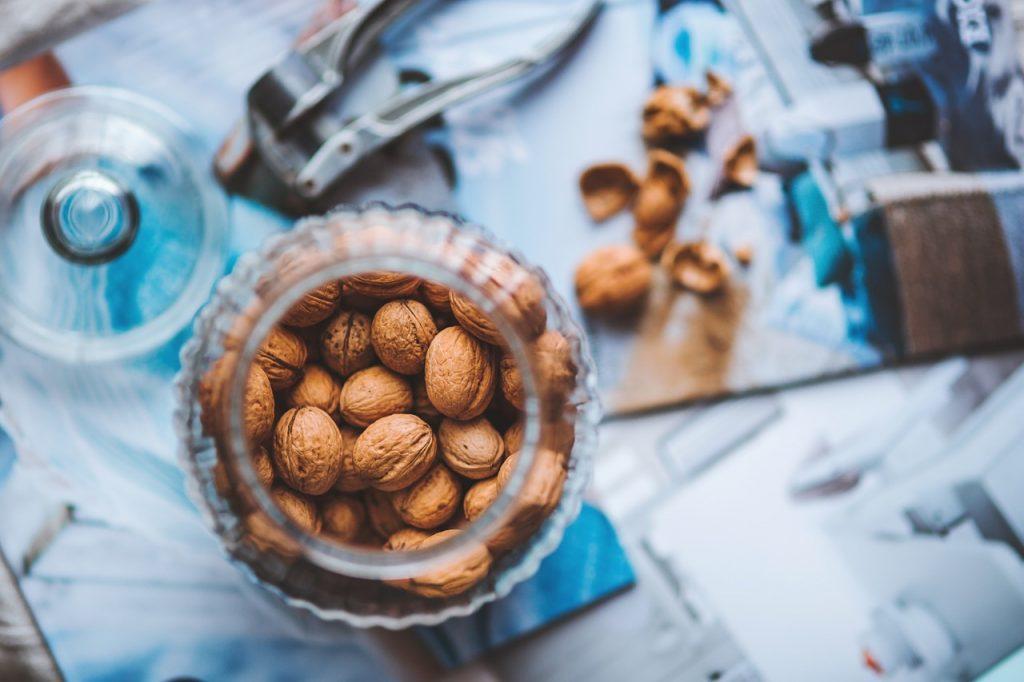 walnuts-791594_1280
