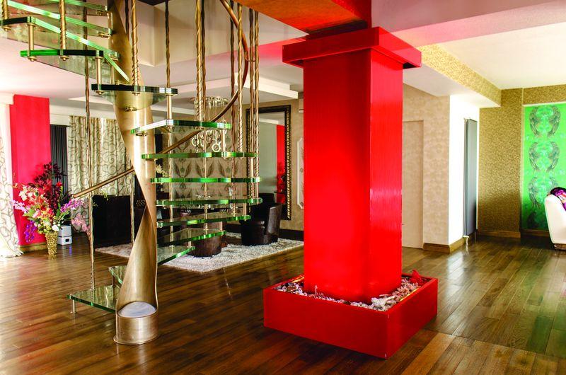 Coloană de apă pe un stâlp interior de susținere. Foto: www.bluconcept.ro