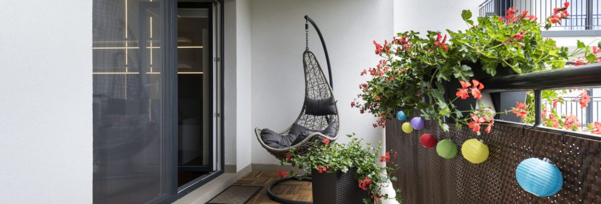 Soluții ieftine pentru înfrumusețarea balconului
