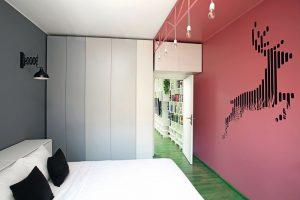 amenajare verde dormitor cu ren