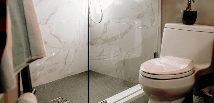 curata corect toaleta